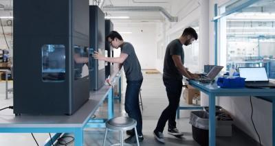 Obr. 3: Nová technologie 3D tisku ADAM v tiskárně Markforged Metal X zpřístupňuje aditivní výrobu z kovů i společnostem, které si ji dosud vlastními silami nemohly dovolit. Foto: Markforged