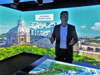 V rámci SAP NOW Week 2018 si mohli zákazníci možnosti a dopady inteligentního podnikání prohlédnout také v interaktivním kamionu, který společnost SAP přivezla do Prahy v rámci evropské tour. Pojízdná laboratoř nabídla 360stupňový zážitek s dotykovou stěnou, hlasovým ovládáním a živými demo ukázkami.