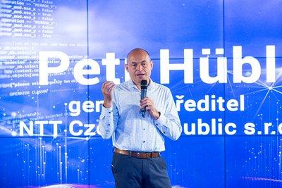 Obr. 1: Účastníky konference přivítal Petr Hübl, generální ředitel NTT Czech Republic