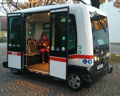 Autonomní autobus jezdící v německém Bad Birnbachu, foto: Richard Huber, CC BY-SA 4.0, wikimedia.org